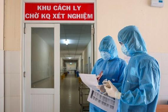 Thêm 5 ca mắc COVID-19, TPHCM có 1 ca là nhân viên sân bay Tân Sơn Nhất