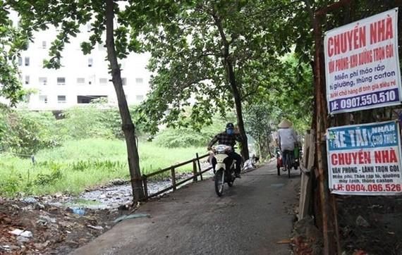Khu đất làm Công viên Văn hóa-Du lịch thể thao phía Nam đường Tạ Quang Bửu, quận 8 bị bỏ hoang nhiều năm nay. (Ảnh: Trần Xuân Tình/TTXVN)
