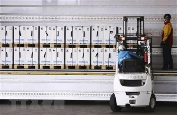 Lô vắcxin ngừa COVID-19 thứ 3 của hãng Pfizer/BioNtech sau khi được chuyển từ Bỉ tới Tokyo, Nhật Bản, ngày 1/3/2021. (Nguồn: Kyodo/TTXVN)