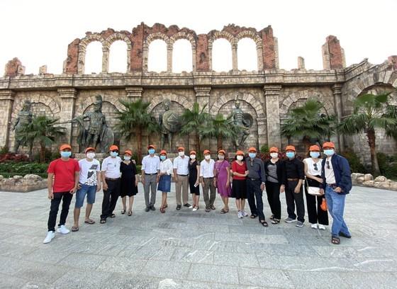 Du khách TPHCM tham quan Phú Quốc vào tháng 2-2021. Ảnh: GIA HÂN