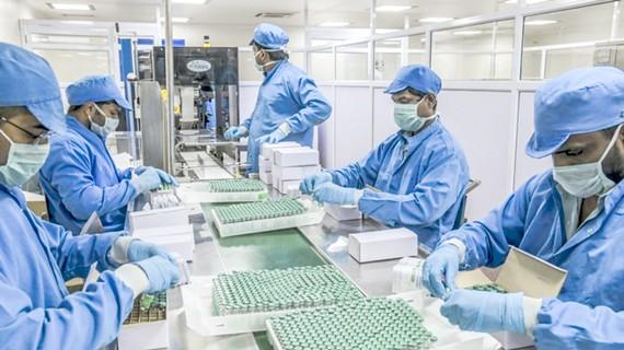 Một dây chuyền sản xuất vaccine.