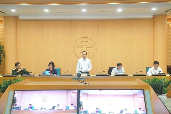 Phó Chủ tịch Ủy ban nhân dân thành phố Hà Nội Chử Xuân Dũng, chủ trì cuộc họp của Ban chỉ đạo phòng chống dịch bệnh COVID-19. (Ảnh: PV/Vietnam+)