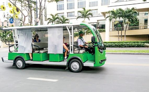 Một mẫu xe buýt mini ở TPHCM do doanh nghiệp tư nhân khai thác.