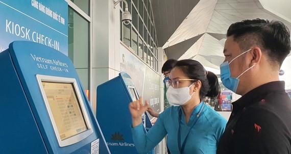 Vietnam Airlines mở kiosk tự làm thủ tục tại sân bay Vinh