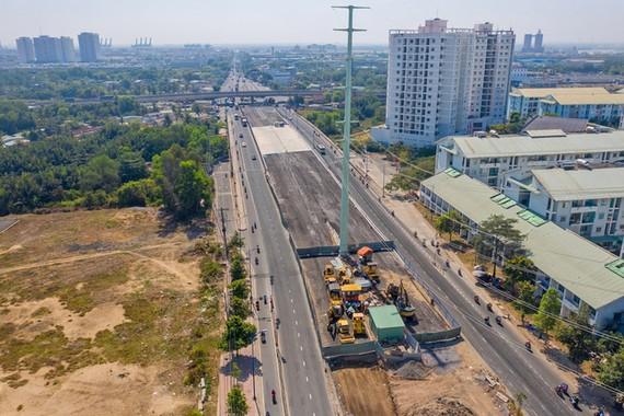 Công trình cầu Mỹ Thủy 3 thuộc dự án nút giao Mỹ Thuỷ, hồi tháng 2/2021. Ảnh: Giang Anh.