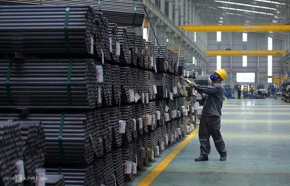 Sản xuất thép tại một nhà máy ở An Giang. Ảnh: Phương Đông.