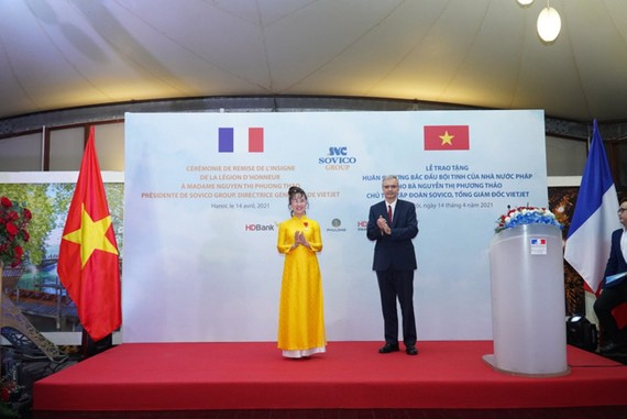 Madame Nguyen Thi Phuong Thao expressed her sincere gratitude when receiving the Legion of Honour.