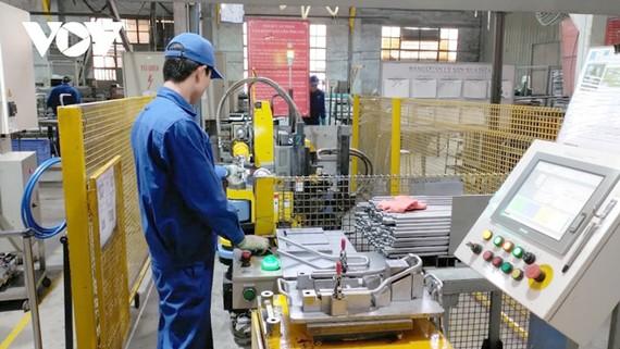 Đổi mới dầy chuyền công nghệ giảm bớt chi phí nhân công, giảm công đoạn sản xuất giúp tăng năng suất, hạ giá thành sản phẩm của doanh nghiệp.
