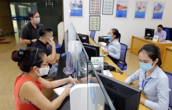 Bộ Tài chính yêu cầu xử lý ngân hàng ép khách hàng mua bảo hiểm