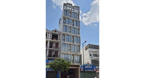 Công trình 122 Bạch Đằng một trong hàng chục công trình vi phạm trật tự xây dựng trên địa bàn Tân Bình được phát hiện qua kiểm tra.