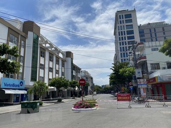 Khu vực Bar New Phương Đông (phường Thuận Phước, quận Hải Châu, thành phố Đà Nẵng) được cách ly. (Ảnh: Văn Dũng/TTXVN)