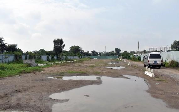 Một đoạn của Dự án đường Vành đai 2, đoạn qua phường Tam Phú, quận Thủ Đức. (Ảnh: Tiến Lực/TTXVN)
