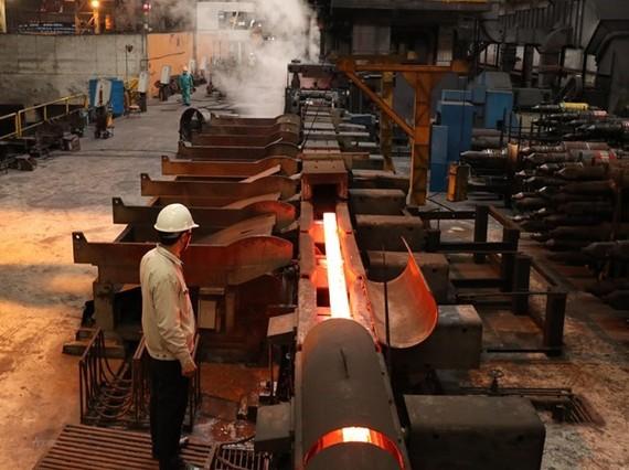 Dây chuyền cán thép tự động của Nhà máy cán thép Thái Trung, Công ty cổ phần gang thép Thái Nguyên. (Ảnh minh họa: Hoàng Nguyên/TTXVN)
