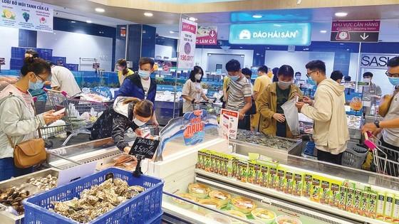 Hàng hóa dồi dào tại siêu thị Aeon Mall, quận Bình Tân, TPHCM. Ảnh: CAO THĂNG
