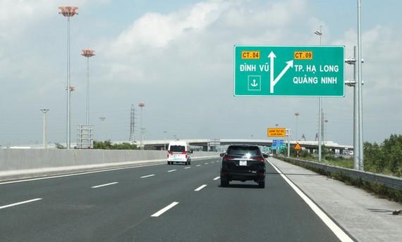Thủ tướng nhận định đầu tư gần 4.000 km đường cao tốc trong 10 năm tới theo phương thức PPP là chính - Ảnh: TUẤN PHÙNG