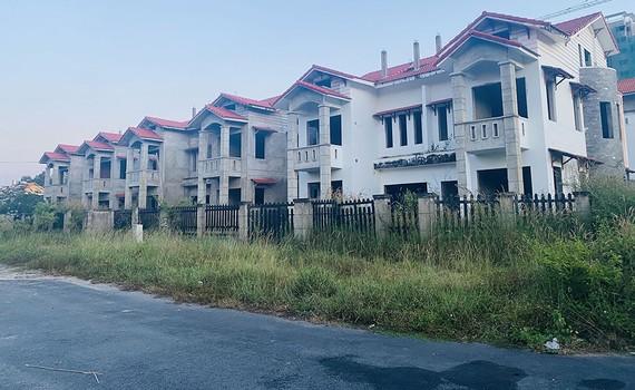 Một khu biệt thự bỏ hoang ở Nhơn Trạch (Đồng Nai)