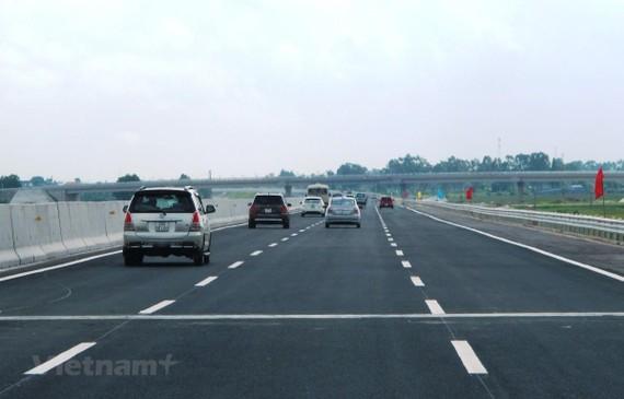 Cao tốc Hà Nội-Hải Phòng được đưa vào vận hành khai thác hơn 6 năm đã khơi thông phát triển kinh tế-xã hội liên vùng. (Ảnh: Việt Hùng/Vietnam+)