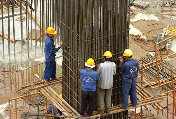 Các nhà thầu xây dựng có nguy cơ thua lỗ vì giá sắt thép tăng đột biến