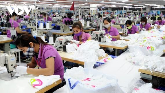 Nhiều doanh nghiệp dệt may hiện đã có đơn hàng xuất khẩu đến quý III năm nay.