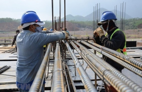 Giá thép tăng gây thiệt hại kinh tế nghiêm trọng cho nhà thầu (Ảnh minh họa: TTXVN)