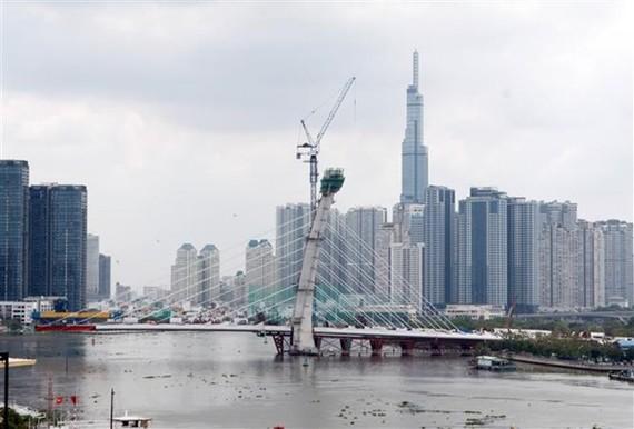 Dự án cầu Thủ Thiêm 2, nối Quận 1 và thành phố Thủ Đức, đã thi công đạt khoảng 70% khối lượng. (Ảnh: Tiến Lực/TTXVN)