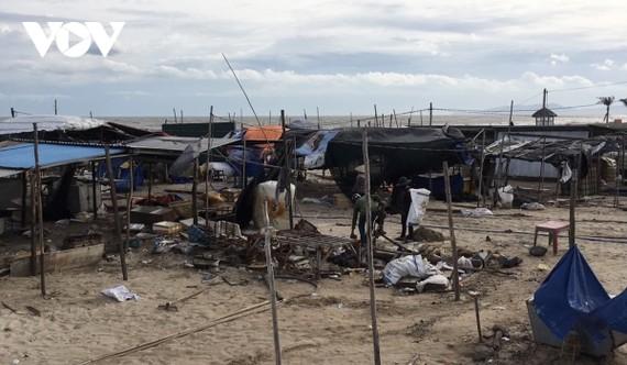 Biển Hồ Tràm bị người dân lấn chiếm làm nơi kinh doanh buôn bán