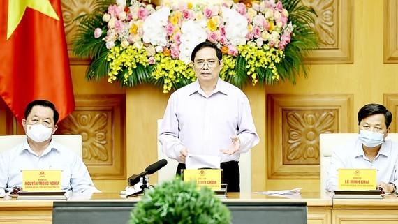 Thủ tướng Phạm Minh Chính chúc mừng các nhà báo tại buổi gặp mặt. Ảnh: TTXVN