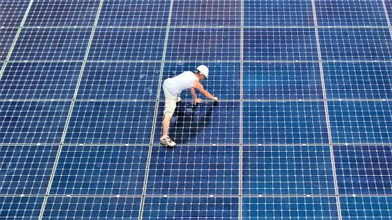 Sở hữu nhiều ưu thế, nhưng pin Mặt Trời càng ngày bộc lộ nhiều vấn đề và đòi hỏi những giải pháp đồng bộ (Nguồn: hbr.org)