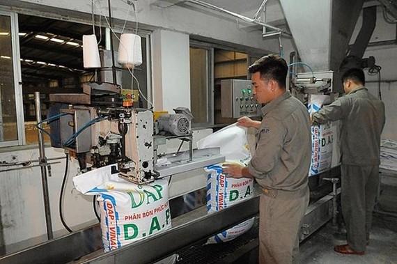 Hoạt động tại Nhà máy sản xuất phân bón DAP-1 Hải Phòng. (Nguồn: Baodautu.vn)