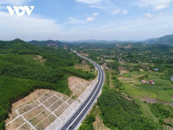 Cao tốc Bắc Giang - Lạng Sơn triển khai theo hình thức BOT do Tập đoàn Đèo Cả đầu tư được hoàn thành, đưa vào khai thác đầu năm 2020.