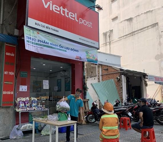 Một bưu cục Viettel Post đã bán thực phẩm tại TP.HCM