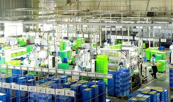 Dây chuyền sản xuất tại Công ty Ohashi Tekko Việt Nam khu công nghiệp Bình Xuyên. (Ảnh: Hoàng Hùng/TTXVN)