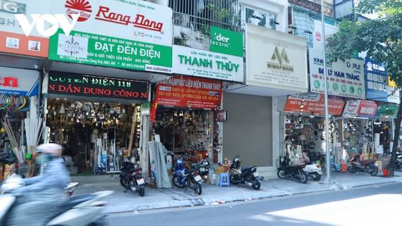 Những cửa hàng đồ điện dân dụng trên phố Nguyễn Công Trứ (Hà Nội) được mở cửa trở lại.