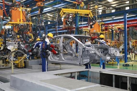 Dây chuyền sản xuất ôtô của Hyundai Thành Công. (Ảnh: Đức Phương/TTXVN)