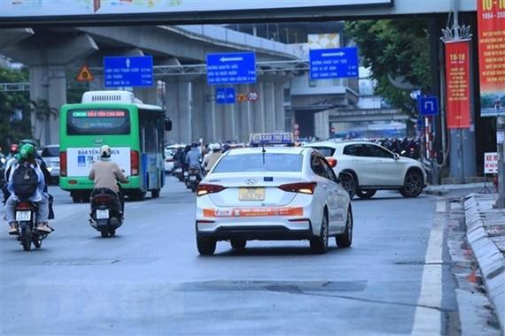 Xe taxi được phép hoạt động 50% số lượng phương tiện được Sở cấp phù hiệu còn hiệu lực. (Ảnh: Tuấn Anh/TTXVN)