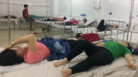 Công nhân đang được điều trị tại Trung tâm y tế thị xã Tân Uyên