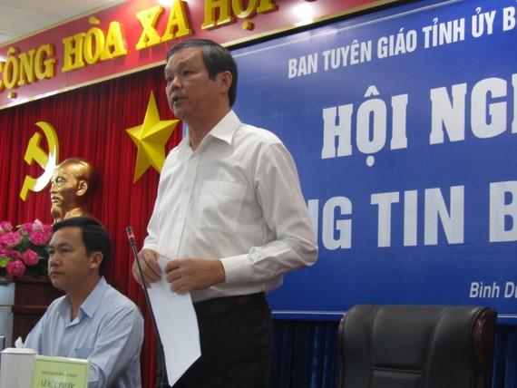 Ông Lê Hữu Phước, Trưởng Ban Tuyên giáo Tỉnh ủy Bình Dương phát biểu tại buổi họp báo
