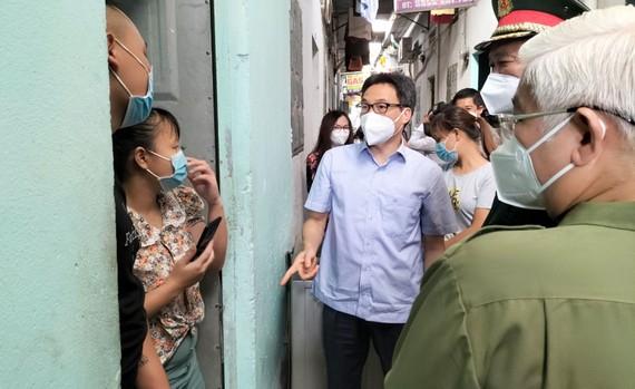 Phó Thủ tướng Vũ Đức Đam kiểm tra công tác phòng chống dịch ở các khu nhà trọ TP Thuận An