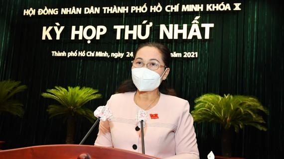 Chủ tịch HĐND TPHCM Nguyễn Thị Lệ phát biểu tại kỳ họp thứ nhất HĐND TPHCM khoá X. Ảnh: VIỆT DŨNG