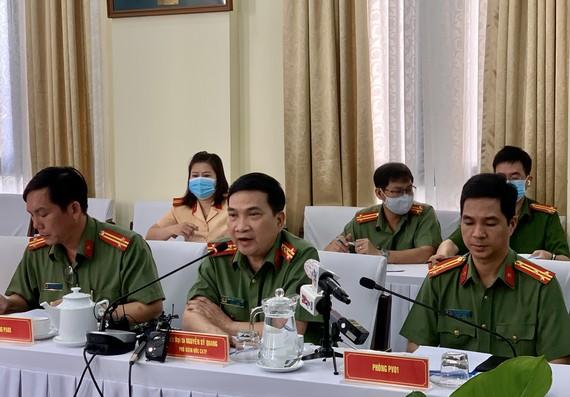 Đại tá Nguyễn Sỹ Quang, Phó Giám đốc Công an TPHCM, chủ trì buổi họp báo