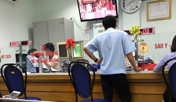 Phường Nguyễn Thái Bình đang giải quyết thủ tục cho người dân vào chiều 2-8
