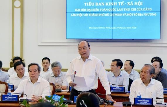 Thủ tướng Chính phủ Nguyễn Xuân Phúc phát biểu tại buổi làm việc. Ảnh: HOÀNG HÙNG