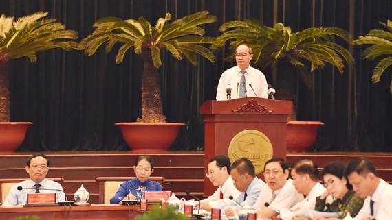 Đồng chí Nguyễn Thiện Nhân, Ủy viên Bộ Chính trị, Bí thư Thành ủy TPHCM phát biểu khai mạc hội nghị. Ảnh: VIỆT DŨNG
