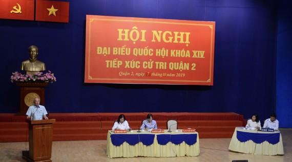 ĐBQH Phan Nguyễn Như Khuê trả lời các kiến nghị của người dân. Ảnh: KIỀU PHONG