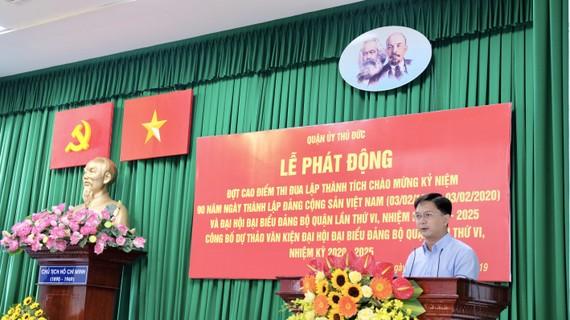 Bí thư Quận ủy Thủ Đức Nguyễn Mạnh Cường phát động đợt thi đua chào mừng kỷ niệm 90 năm Ngày thành lập Đảng Cộng sản Việt Nam. Ảnh: KIỀU PHONG