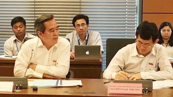 ĐB Nguyễn Văn Bình phát biểu tại phiên thảo luận tổ