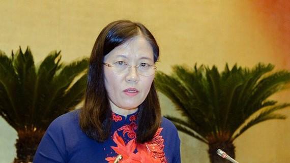 Chủ nhiệm Ủy ban Tư pháp của Quốc hội Lê Thị Nga trình bày báo cáo