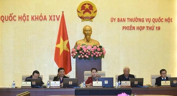 Phiên họp thứ 19 của UBTVQH. Ảnh: quochoi.vn