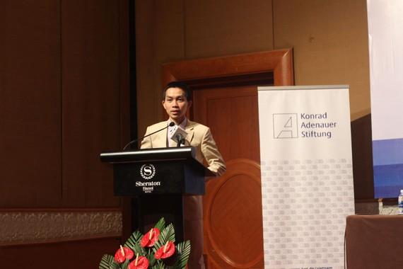 TS Nguyễn Đức Thành trình bày Báo cáo tại tọa đàm