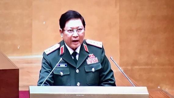 Bộ trưởng Bộ Quốc phòng, Đại tướng Ngô Xuân Lịch trình bày Tờ trình về dự án Luật Cảnh sát biển Việt Nam
